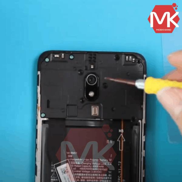 مراحل تعویض باتری Xiaomi BN51